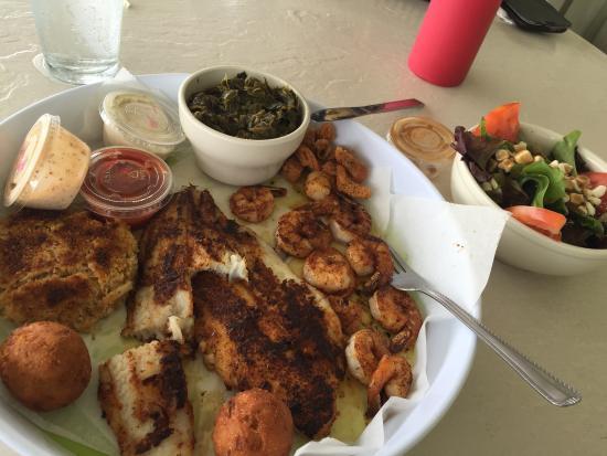 Sharkbite Bar & Grill: Blackened seafood platter.