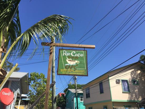 Rio Coco Cafe: Street Sign