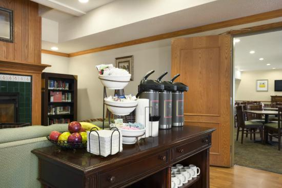 Country Inn & Suites By Carlson, Columbus Airport: 24 Hour Coffee Station