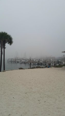 Travelodge Pensacola Beach: Bay in back of hotel