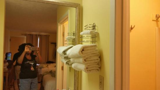 Travelodge Pensacola Beach: Towel Rack