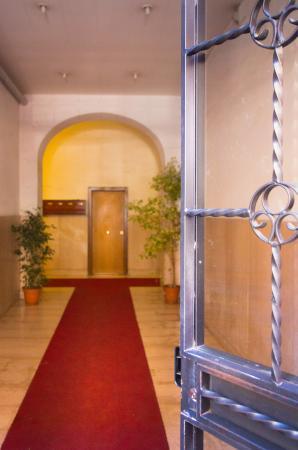 BB Eternal Rome Inn: ingresso palazzo