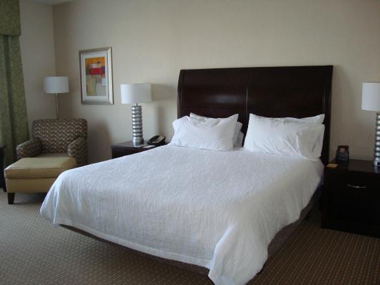 Hilton Garden Inn Arlington/Shirlington: Comfy Bed