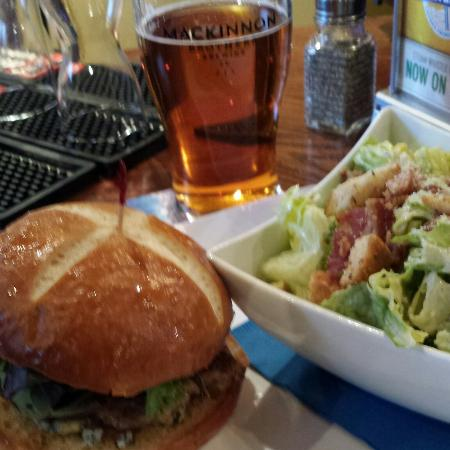 The Waterfront River Pub and Terrace: Lamb burger great place to eat. ��
