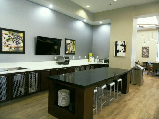 Residence Inn Boston Cambridge: Breakfast & Manager's Reception area