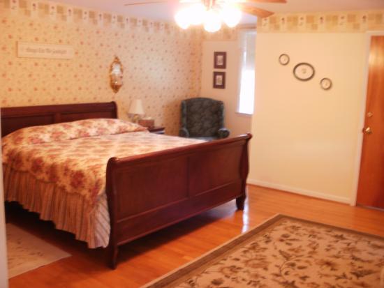 Old Wellsboro Inn: Dickenson Room