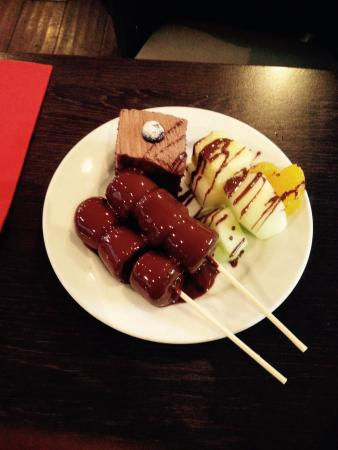 Kitchin N1: Fresh fruit and chocolate on marshmallows with some chocolate cake