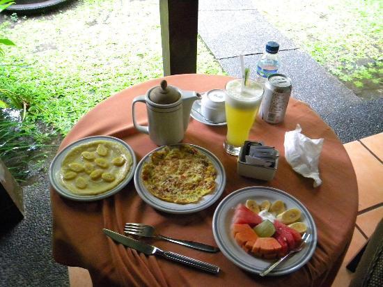 Tunjung Mas Bungalows: Fresh breakfast