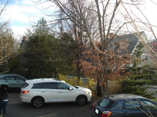 1889 WhiteGate Inn & Cottage: Parking