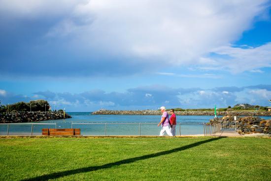 North Coast Holiday Parks Tuncurry Beach: Breakwall