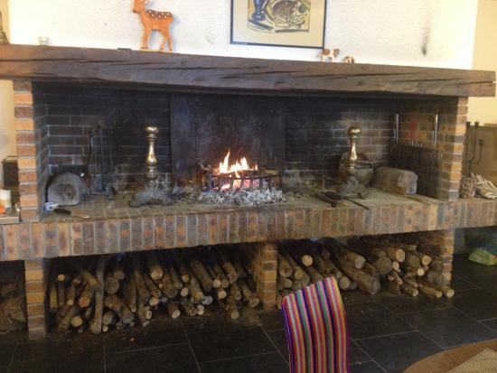 Le Jorat: Grande cheminée pour se réchauffer