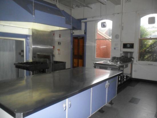 Launceston Backpackers: Kitchen