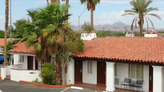 Coronado Motor Hotel Yuma: Picacho Peak came be seen from most upstairs rooms