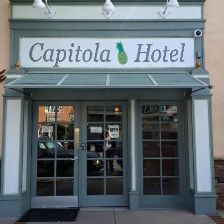 Capitola Hotel: Entrance to Hotel