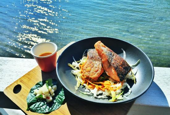 Noosa Boathouse & Sunset Bar: Salmon w deconstructed Thai yellow curry sauce and Asian vegetables