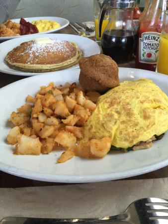 Coogies Beach Cafe: *Good Italian omelet*