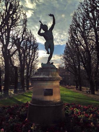París, Francia: Beautiful statue