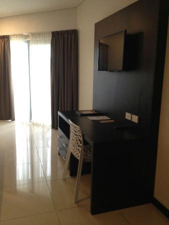 Tanoa Waterfront Hotel: Desk - executive room