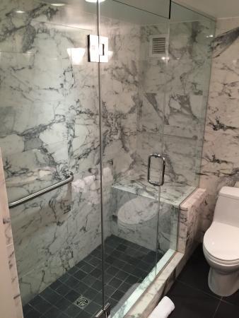The Normandy Hotel: THE AMAZING BATHROOM!!
