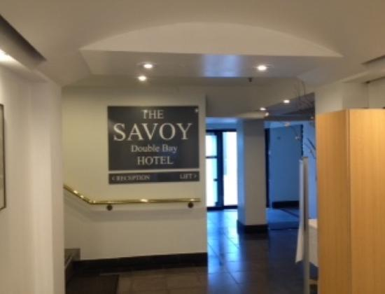 The Savoy Double Bay Hotel: Ritzy entrance to the Savoy!