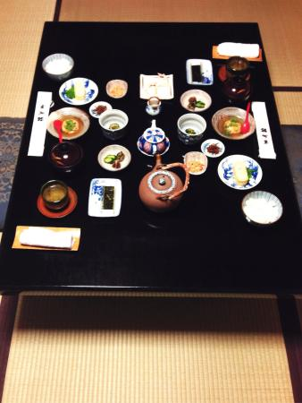 Kikokuso: Breakfast for two in the pond room:)