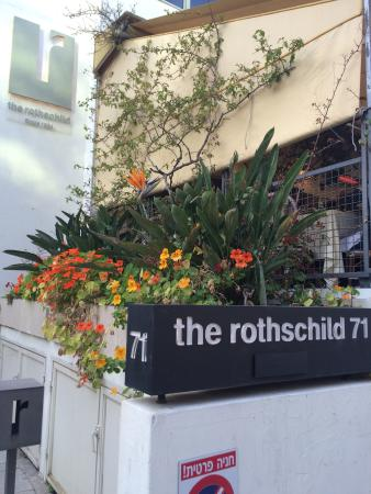 The Rothschild 71 entrance