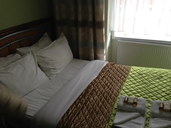 Gower House Hotel: Bed