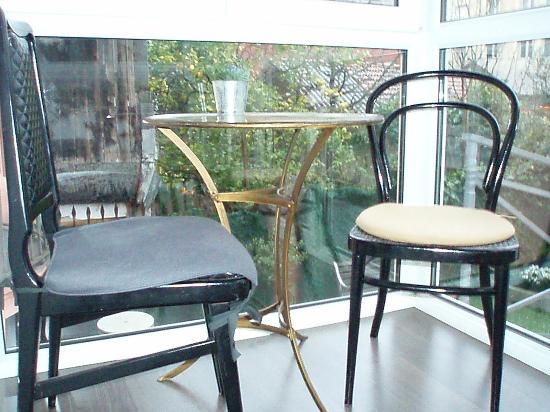 Jardin Secreto: Balcon,con mesas,para desayunar,con vistas al jardin