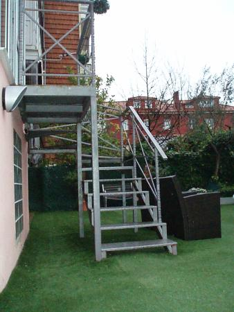 Jardin Secreto: Escaleras para acceder al jardin