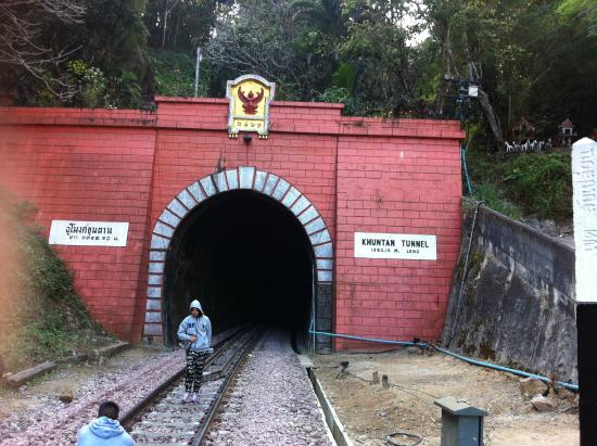 Lamphun Province, Tajlandia: The entrance / exit of the tunnel