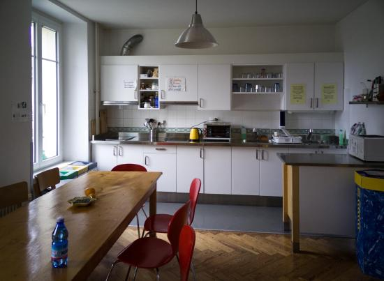 Lausanne Guesthouse & Backpacker: Cucina