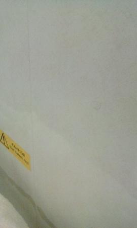 Armada Guesthouse, Redcar: bathroom tiles