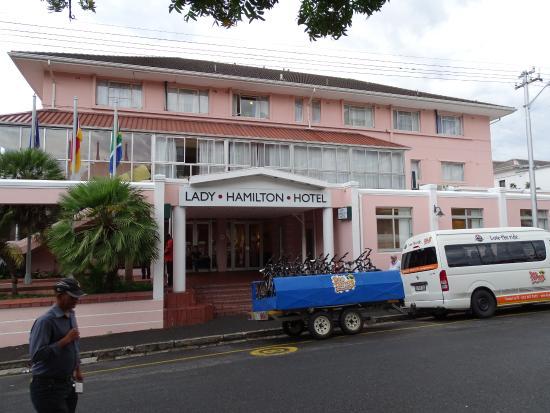 Lady Hamilton Hotel: Goede ligging en locatie.