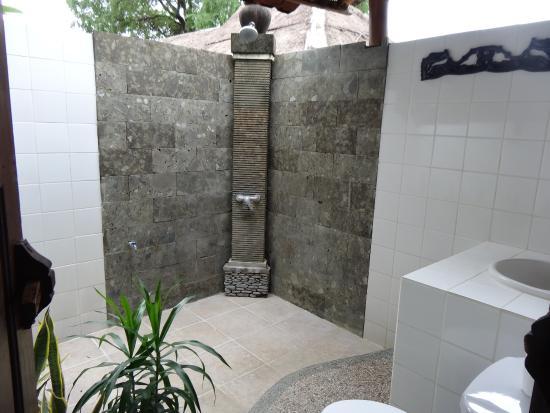 Wawa Wewe II Villas: Outdoor-Badezimmer