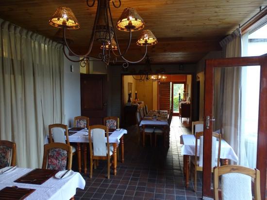 Aanhuizen Guest House : Het hotelechtpaar zorgt voor een heerlijke maaltijd.