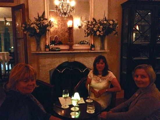 Reserve Restaurant Milton : Champagne by the fire place