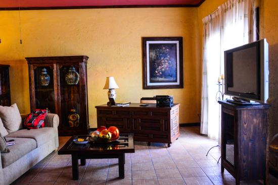 Posada de las Flores La Paz: Inside the tastefully furnished Junior Suite