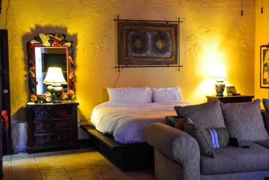 โปซาด้า เดอ ลาสฟลอเรส ลา แพซ โฮเต็ล: Inside the tastefully furnished Junior Suite