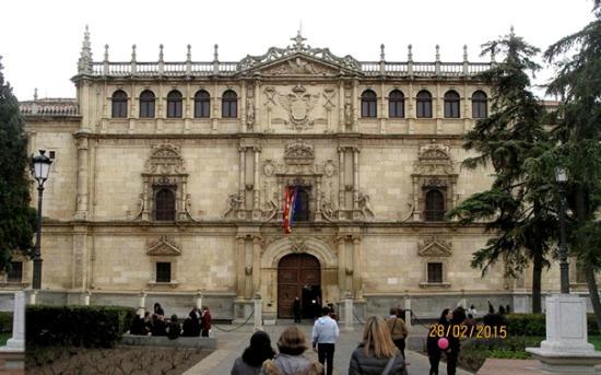 Universidad de Alcalá: Fachada del Colegio Mayor,de estilo plateresco