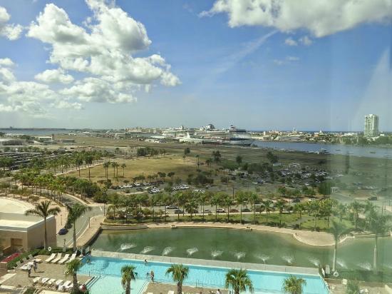 Sheraton Puerto Rico Hotel & Casino: вид на бассейн и порт