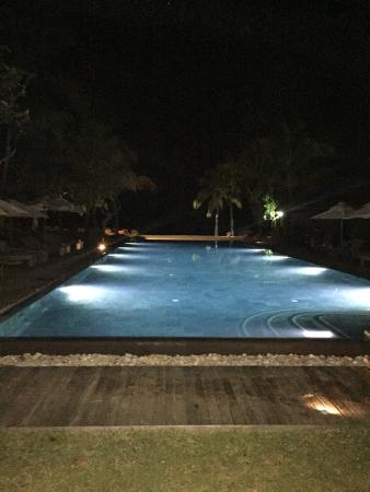 Hilton Mauritius Resort & Spa: Una delle meravigliose piscine con effetto a sfioro sul mare...
