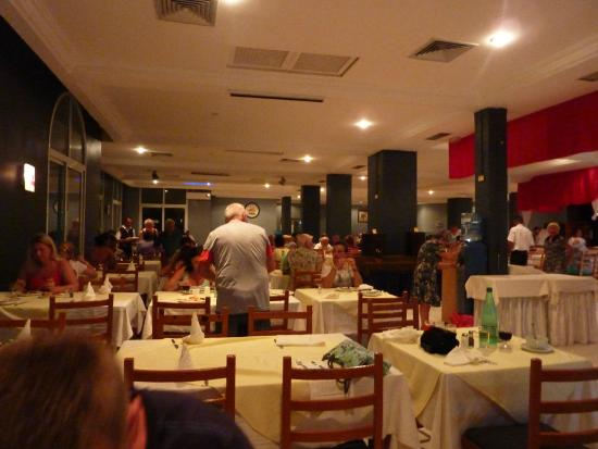 Salle manger picture of diana beach club zarzis for Salle a manger tunis