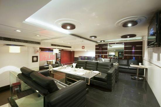 Hotel Delhi 37: Lobby/Restaurant