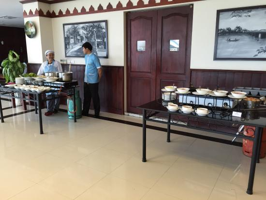 Vientiane Plaza Hotel: Great breakfast!(they make omelette and rice noodle!)