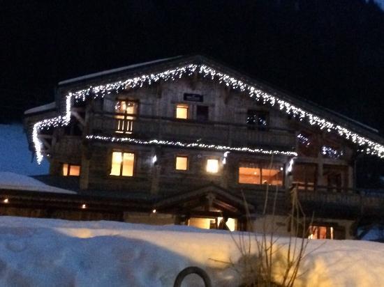 Star Ski Chalets: in the night