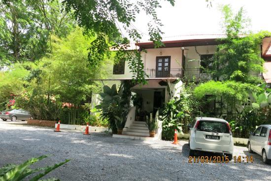 Basaga Holiday Residences: Door view