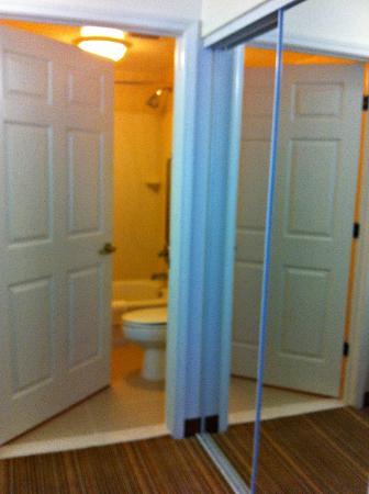 Residence Inn by Marriott Charleston: Bathroom