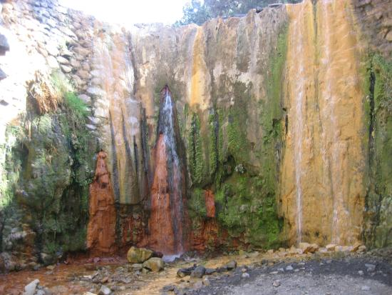 Caldera de Taburiente National Park : Coloured waterfall