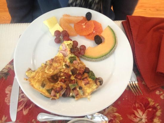 Au Petit Marigot: Best omelette (Breakfast is made by the owner Serge. He also makes fresh scones, croissants etc!