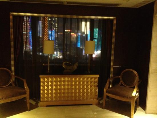 Sofitel Chengdu Taihe : Chengdu by night en attendant l'ascenceur